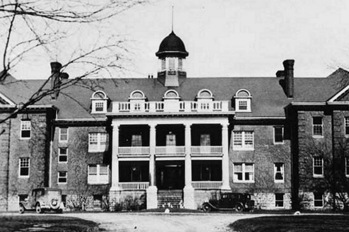 The Mohawk Institute Indian Residential School in Brantford, Ontario, in 1932. (Photo: Algoma University Archives)
