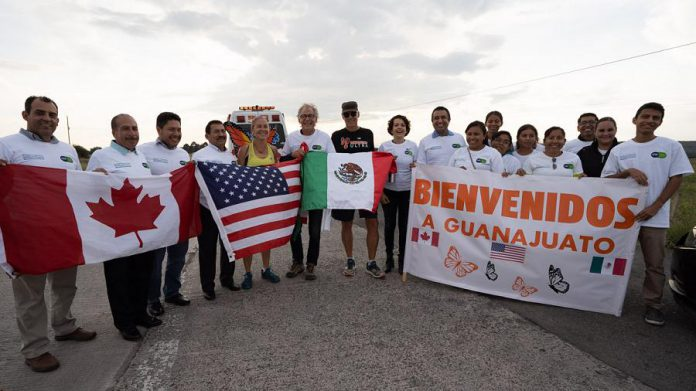 Reception to welcome the Monarch Ultra runners, in the state of Guanajuato. The reception was attended by the Ministry of the Environment and Natural Resources and university students. (Photo: Rodney Fuentes)
