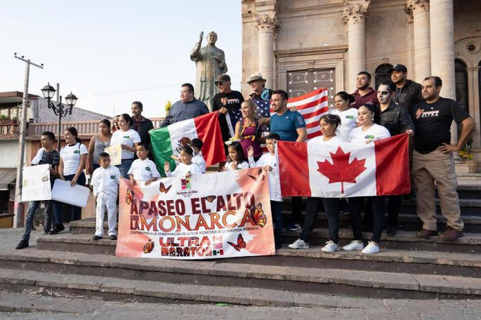 The reception to welcome the Monarch Ultra runners in Apaseo El Alto, in the state of Guanajuato. The reception included local dignitaries and students. (Photo: Rodney Fuentes)