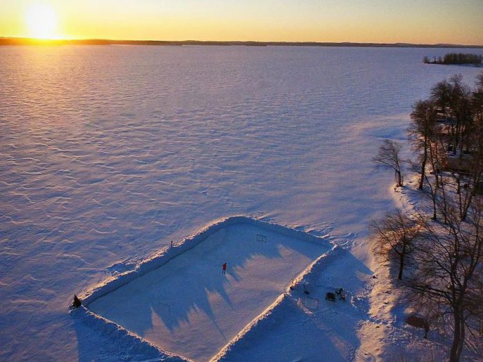 This shot of a shoreline hockey rink in Bobcyageon during the sunrise by Travis Tedford was the top post on our Instagram in February 2020. (Photo: Travis Tedford @travistedford / Instagram)