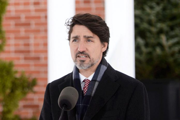 Prime Minister Justin Trudeau addresses Canadians on the COVID-19 pandemic from Rideau Cottage in Ottawa on April 17, 2020. (Photo: Sean Kilpatrick / The Canadian Press)