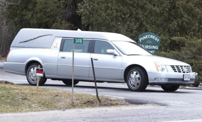A hearse departs Pinecrest Nursing Home in Bobcaygeon on March 31, 2020. As of April 4, 22 residents of the home have died from COVID-19. (Photo: Fred Thornhill / The Canadian Press)