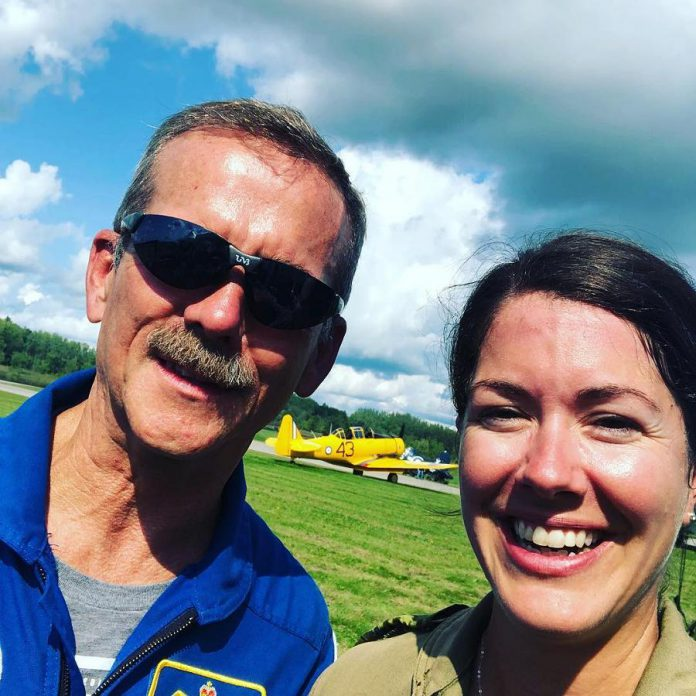 Captain Jennifer Casey with former Royal Canadian Air Force fighter pilot and astronaut Chris Hadfield, the first Canadian to walk in space. (Photo: Jenn Casey / Instagram)