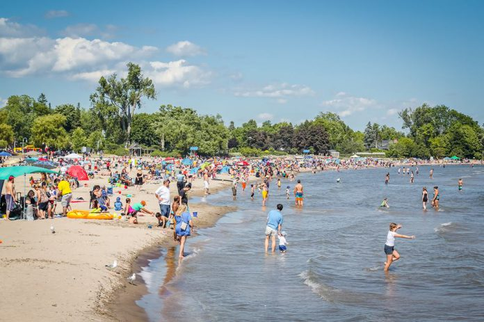 Pre-pandemic crowds at Victoria Beach on Lake Ontario in Cobourg, popular with both residents and out-of-town visitors from Toronto. (Photo courtesy of Linda McIlwain)