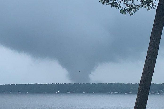 A tornado at Sturgeon Lake in Kawartha Lakes on June 23, 2020. (Photo: Amy Reeds @amy_reeds / Twitter)