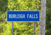 "The picturesque community of Burleigh Falls on Highway 28 north of Peterborough has seen weeks of ""mayhem"" due to a large influx of visitors following the lifting of COVID-19 restrictions, resulting in overcrowding, defecating, trespassing, intoxication, litter, vandalism, assault, and more. Jennifer Craig, general manager and operations manager of Burleigh Falls Inn and Suites, has made a plea on Facebook for visitors to show respect that has since gone viral. (Photo: Nash Gordon / CC BY-SA (https://creativecommons.org/licenses/by-sa/4.0))"