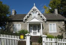Hutchison House museum, operated by the Peterborough Historical Society, was the former home of Dr. John Hutchinson, the first doctor in Peterborough, and the first Canadian home of Sir Sandford Fleming. (Photo: Jeremicus rex / CC BY-SA (https://creativecommons.org/licenses/by-sa/3.0))
