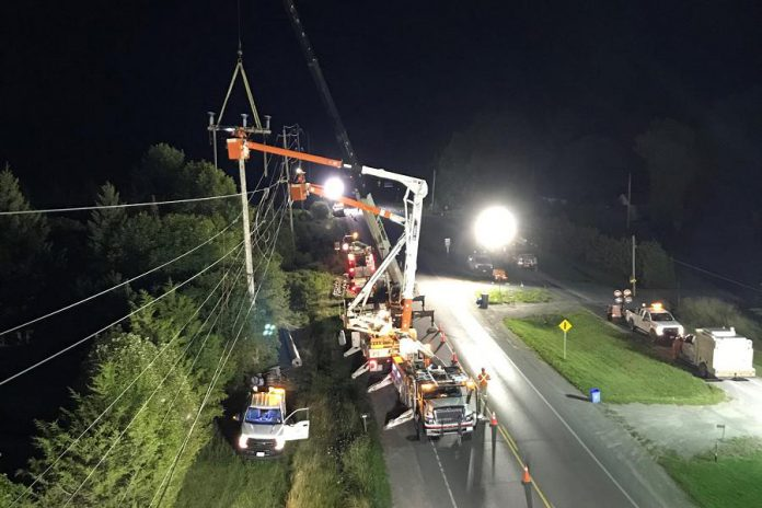 Hydro One crews installing smart switches on lines in the Picton area in September 2020. (Photo: Hydro One)