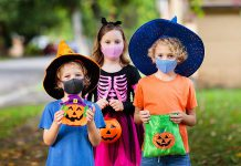 Halloween trick-or-treaters wearing masks during the pandemic. (Stock photo)