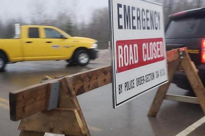 A road closure sign on Highway 28 in February 2019. (Photo courtesy of Geri-Lynn Cajindos)