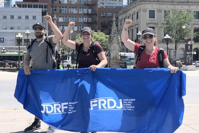 David Patton, Marie-Noelle Denis, and Laurence Denis-Bertrand arrived in Ottawa on June 13, 2021, after having left Peterborough five days earlier and raising $10,000 for juvenile diabetes research. (Photo: Marielle Guimond / Radio-Canada)