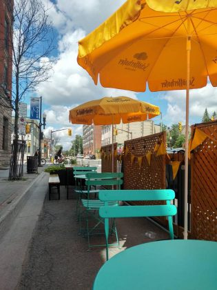 The Petit Bar patio is located in front of St Veronus and Le Petit Bar. Dinner is served from 5 p.m. to 10 p.m., and drinks are served on the patio starting at 2 p.m. Reservations are recommended. Le Petit Bar patio and shop hours are weather dependent. (Photo: Le Petit Bar / Facebook)
